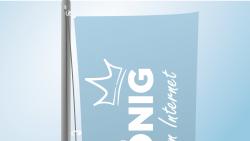 Flagge mit Karabinern am Mast befestigen | BANNERKÖNIG