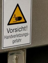 Abbildung eines Hinweisschildes / Warnschildes